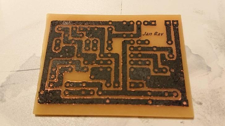 自作PCB_自作エッチング溶液で溶かし後